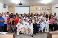 """Câmara homenageia alunos do projeto """"Judô de Ouro""""."""