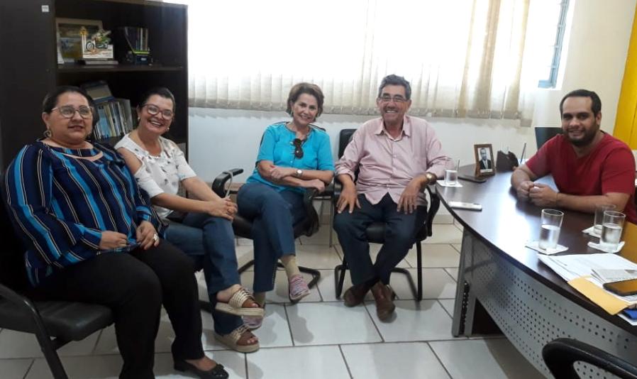 Ex prefeito Nelson Cinta e atual vice-prefeita Maria Lúcia visitaram vereadores