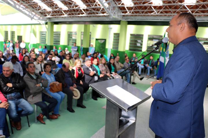 Vereadores participam da solenidade de entrega da reforma da Escola Estadual José Bonifácio.